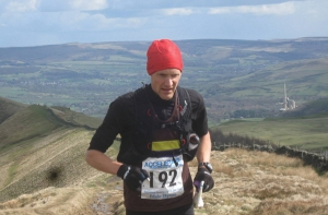 Oli Johnson on his way to victory at Edale Skyline. Photo courtesy of Niamh Barry.